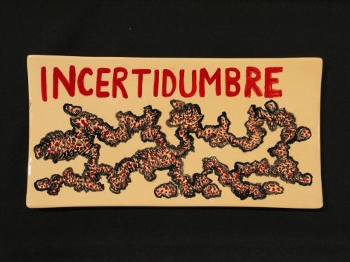Cisco Jiménez, Incertidumbre, 2011, cerámica (charola plana), 19 x 37 x 4 cm